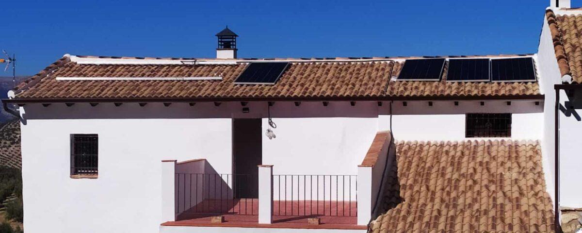 Instalación fotovoltaica aislada con baterías en granada